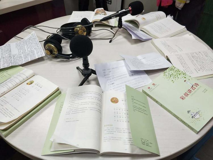 大年初二,声动淮安阅读会老少齐聚电台直播间吟古诗传递祝福